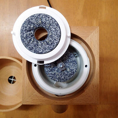 Komo Fidibus Medium grain mill stones