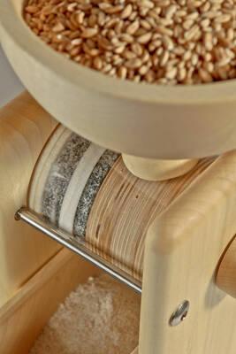 Komo manual grain mill top